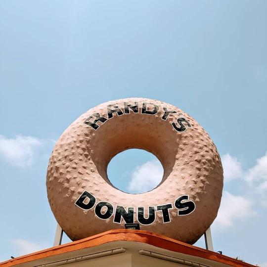 Randys-Donuts-ndnsav4ge